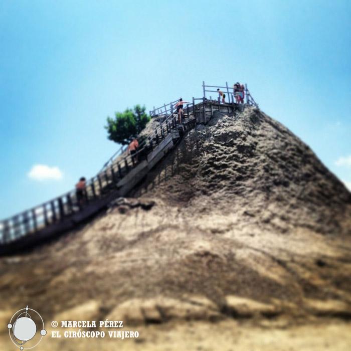 Subiendo al cráter del volcán Totumo