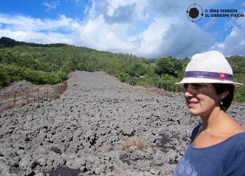 Colada de lava fría de una de las últimas erupciones del Etna