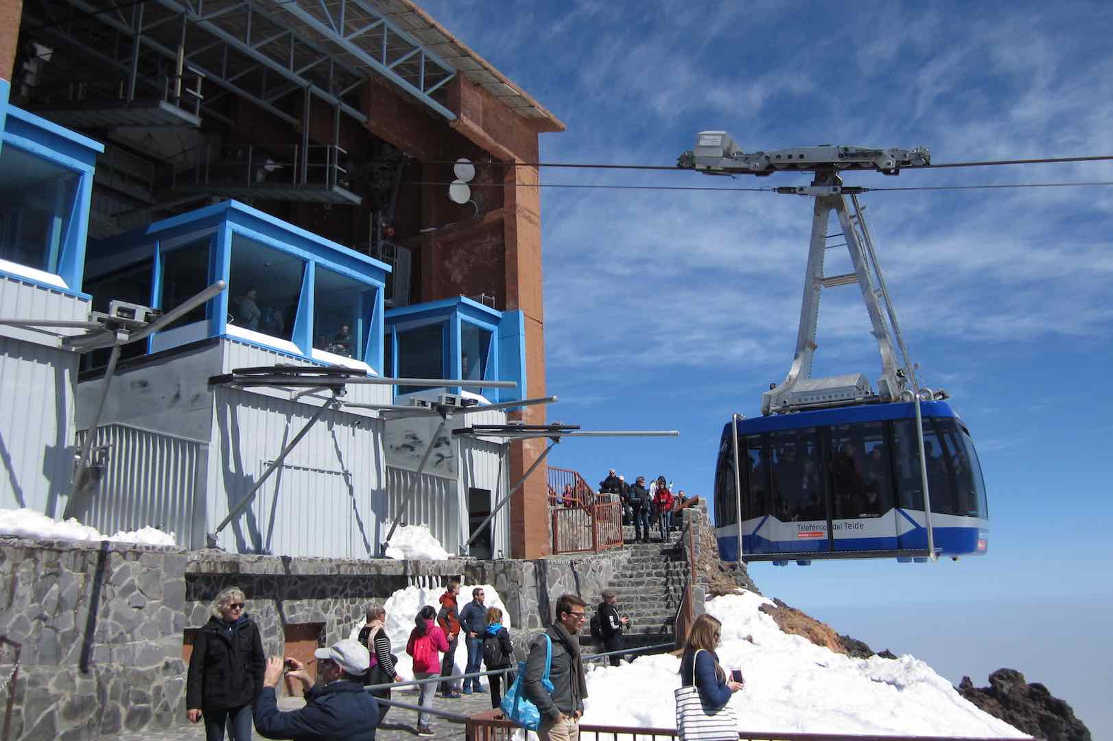 Llegada a la Rambleta, desde donde parten las rutas de senderismo para llegar al pico más alto de España, el Teide