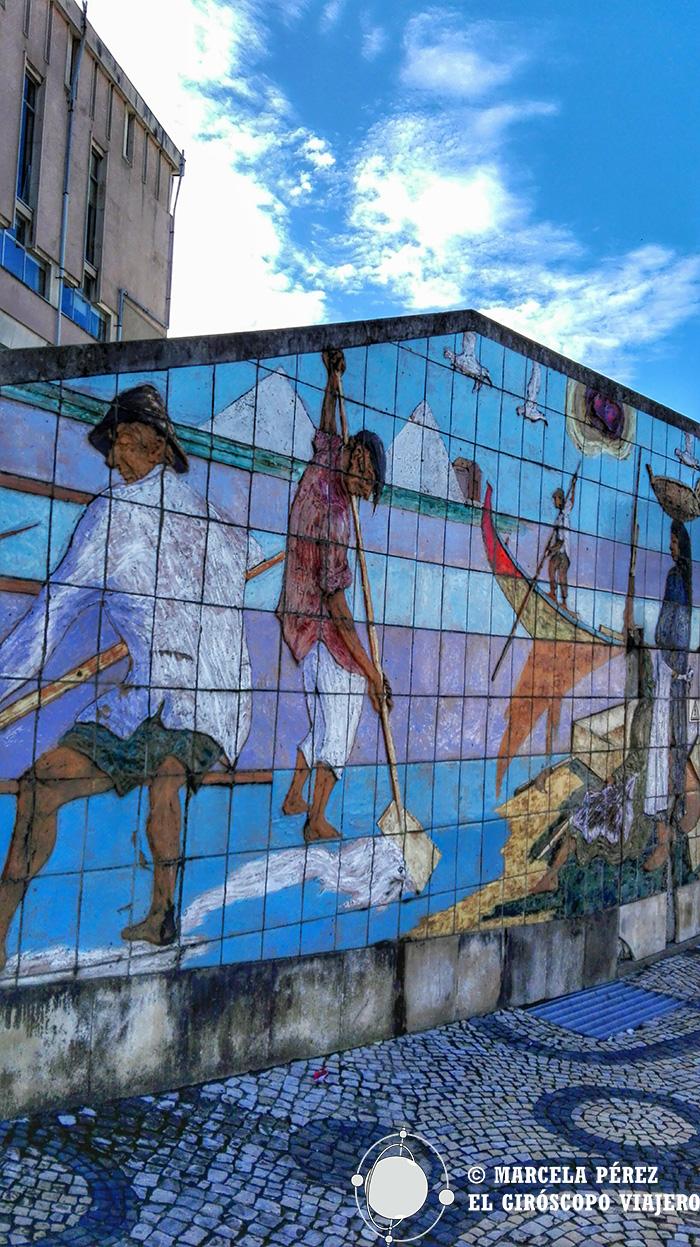 Mural en representación de la actividad salinera de Aveiro