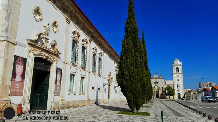 El Museo de Aveiro y al fondo la Catedral