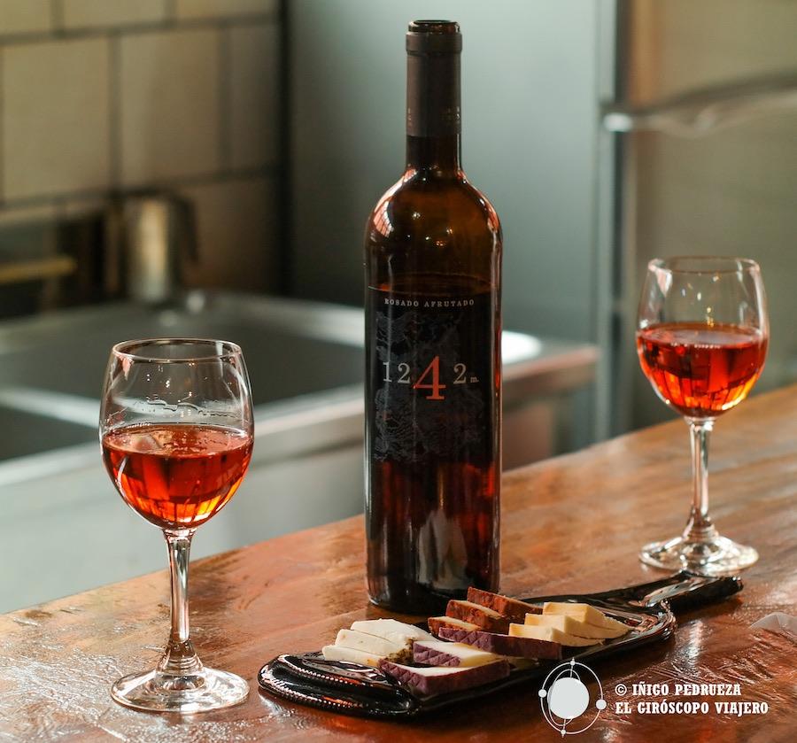 1242, excelente vino de las bodegas Lagar de Chasna, en Vilaflor. ©Iñigo Pedrueza.