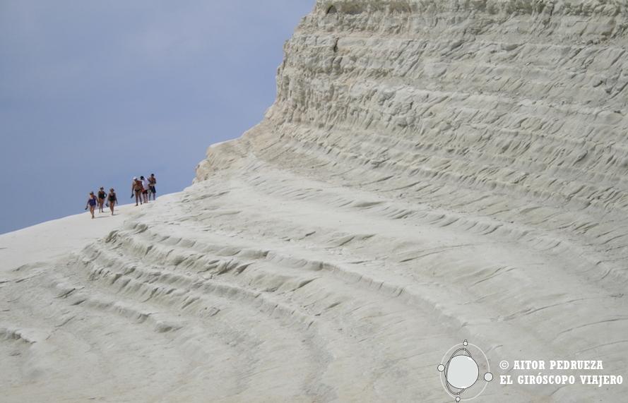 Un mar blanco de ondulaciones