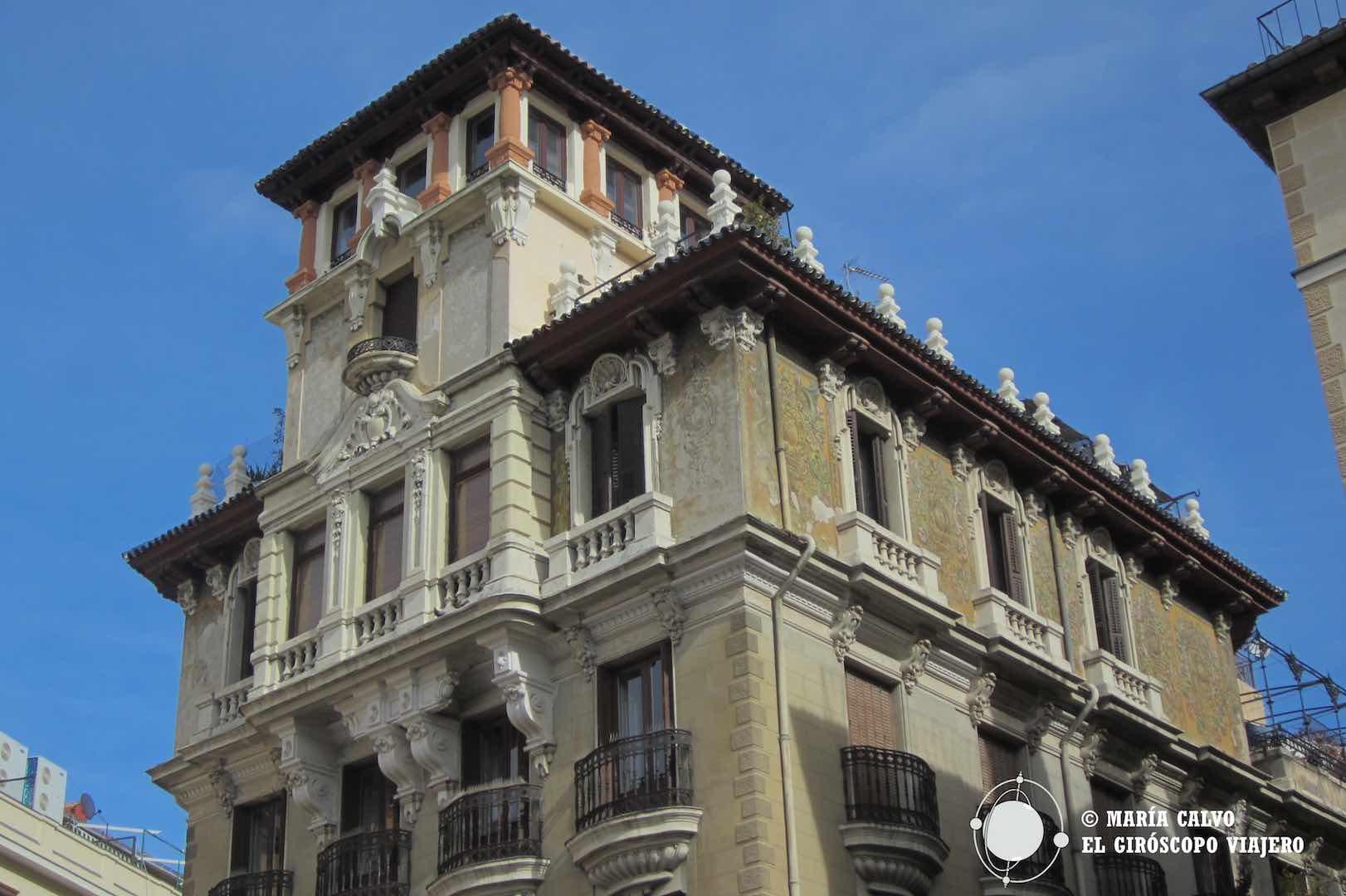 Posándome en el Palacio de la plaza Ramales, en el Madrid de los Austrias