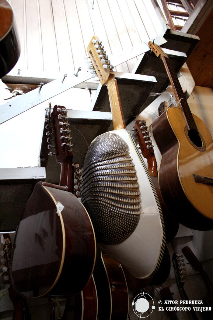 Tienda de guitarras en el mercado de la Ciudadela