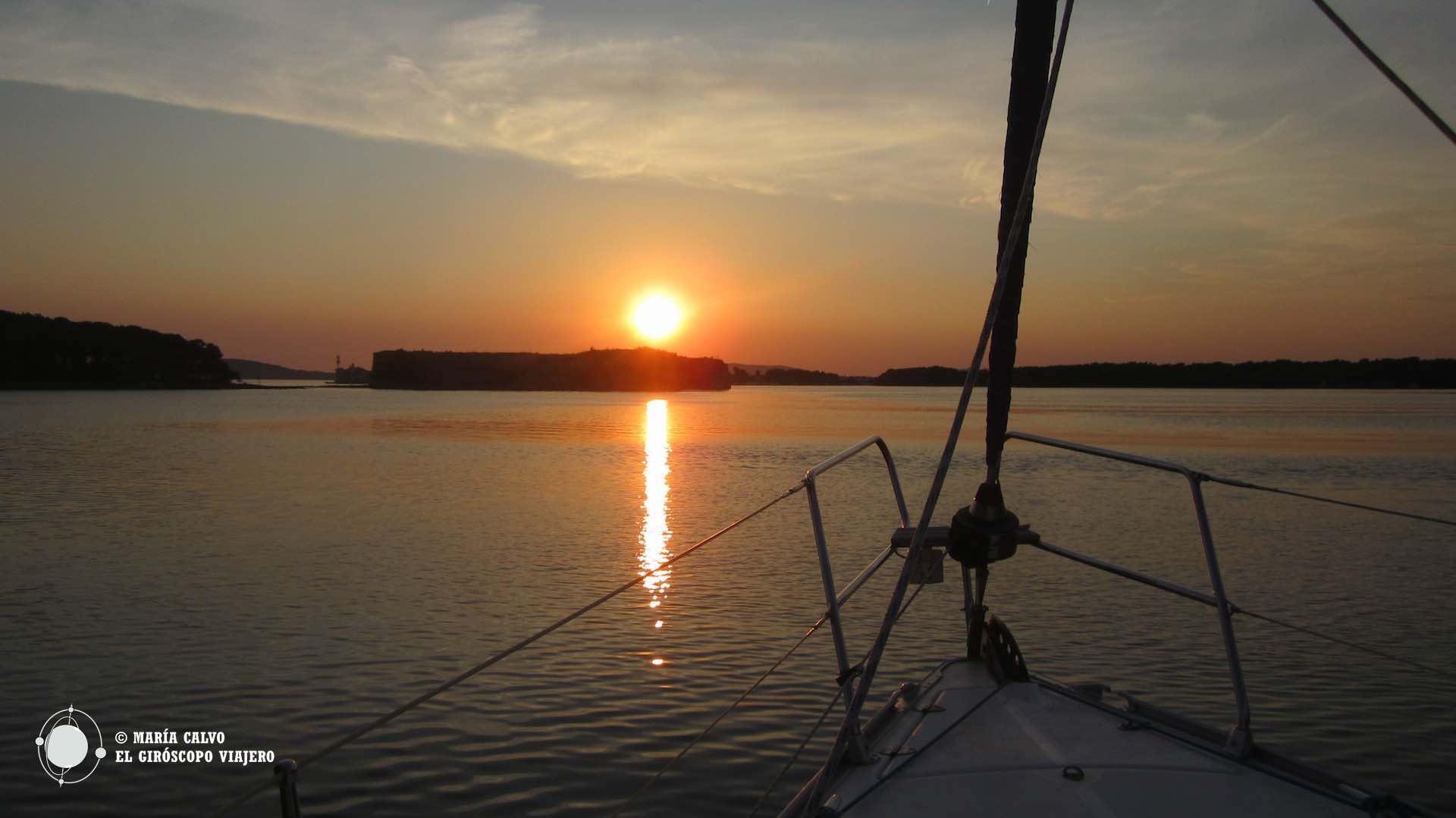 """Puesta de sol desde el velero """"Aurora"""""""