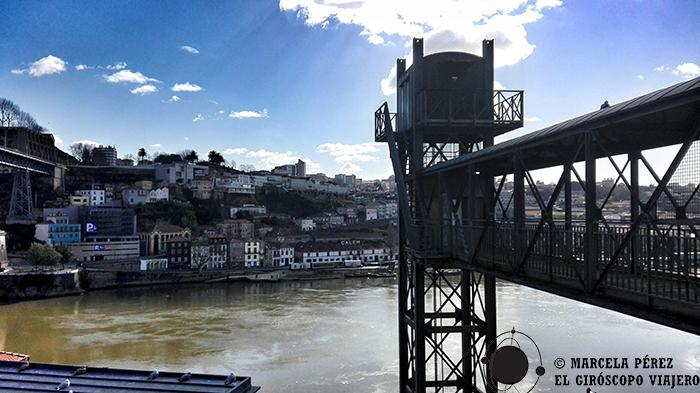 Ascensor que conduce a la panorámica del puente Luis I