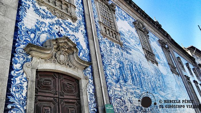 Facha Iglesia Dos Carmelitas adosadas con los típicos azulejos