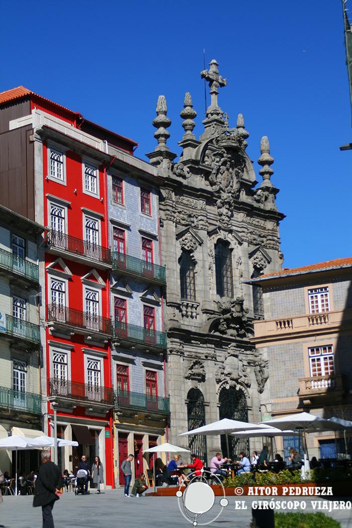 La Iglesia de la Misericordia destaca entre los edificios de la Rua da Flores