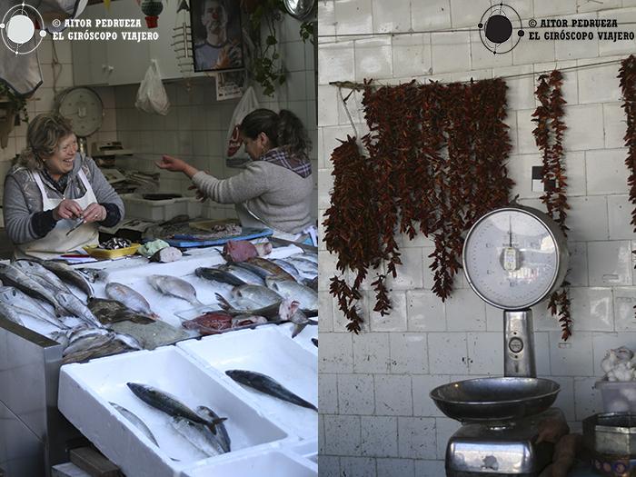 El ambiente dicharachero de los comerciantes se respira en el Mercado Bolhao