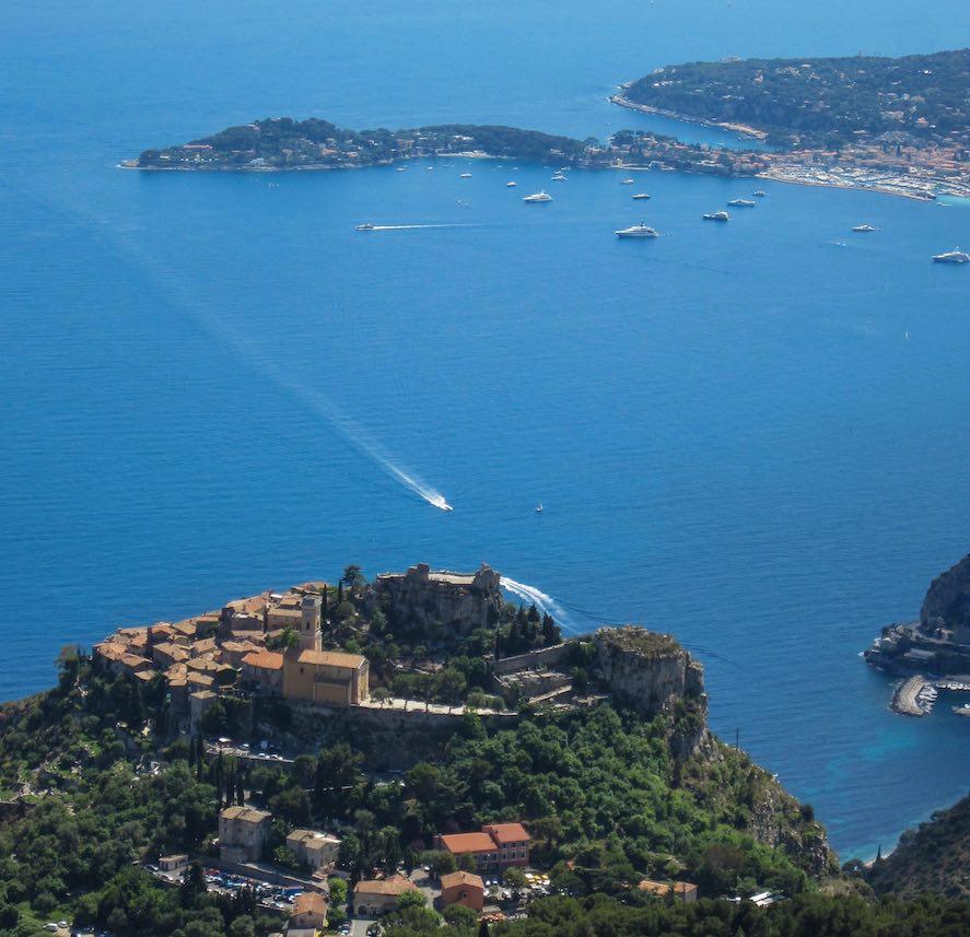 Magnífico el pueblo de Eze, en la Costa Azul, mirando al Mediterráneo.