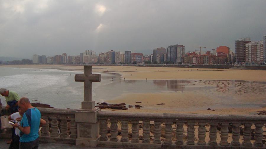En la playa San Lorenzo, Gijón