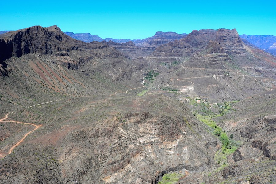 Líneas sinuosas del relieve de Gran Canaria. ©Félix Aretxaga