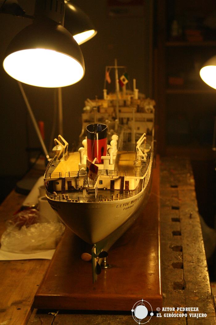 Barco a escala de los transatlánticos que salían del puerto de Génova