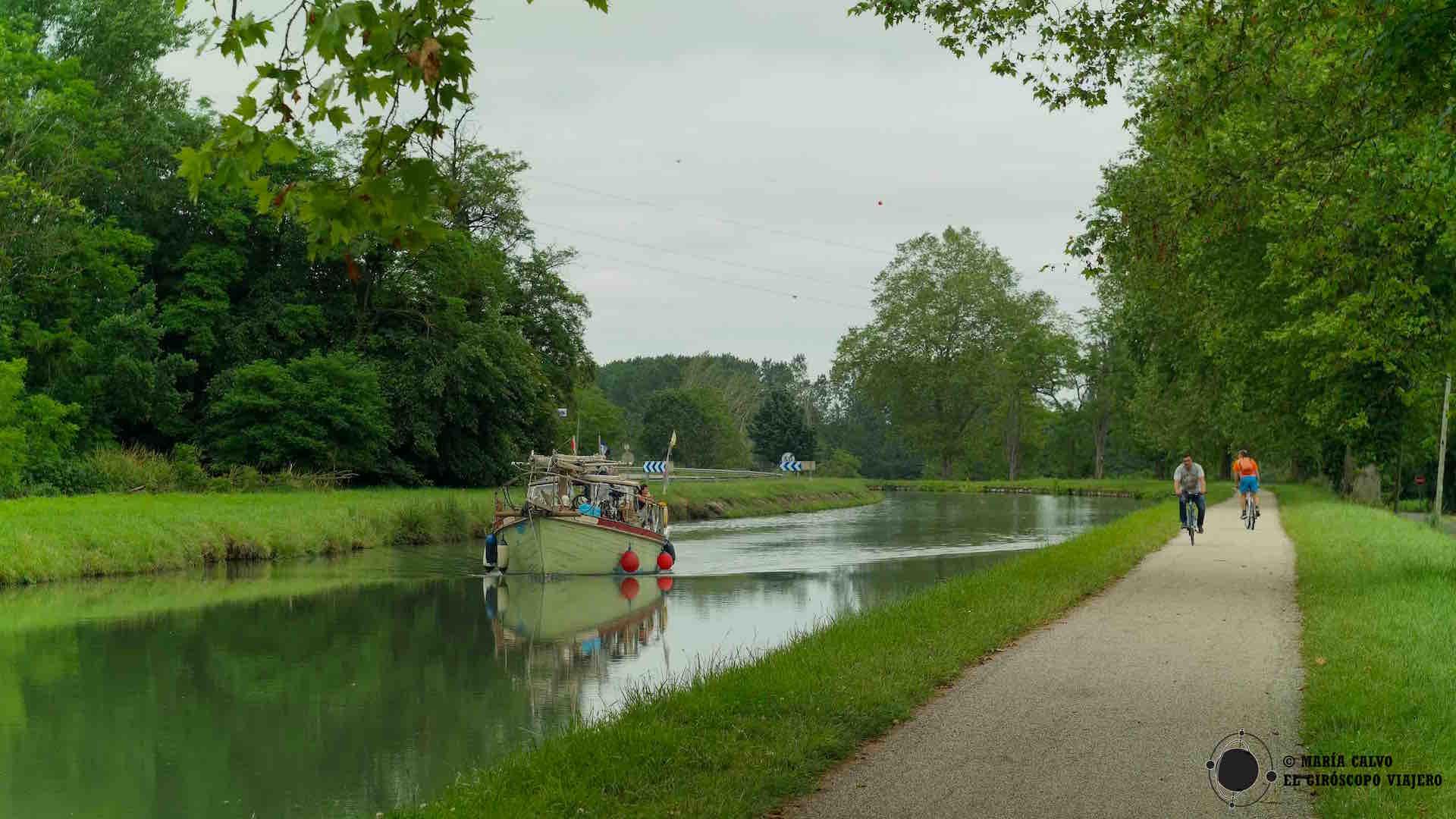 Canal del Garonne, lugar de encuentro de barcos, ciclistas y paseantes