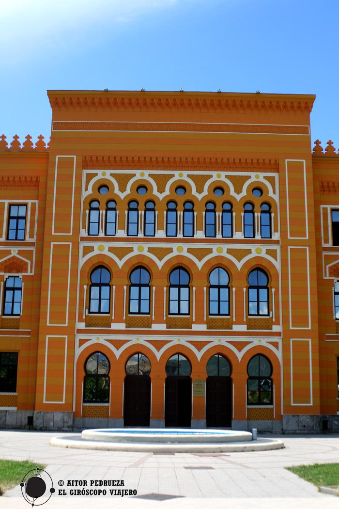 El colorido edificio Gymnasium en Plaza España