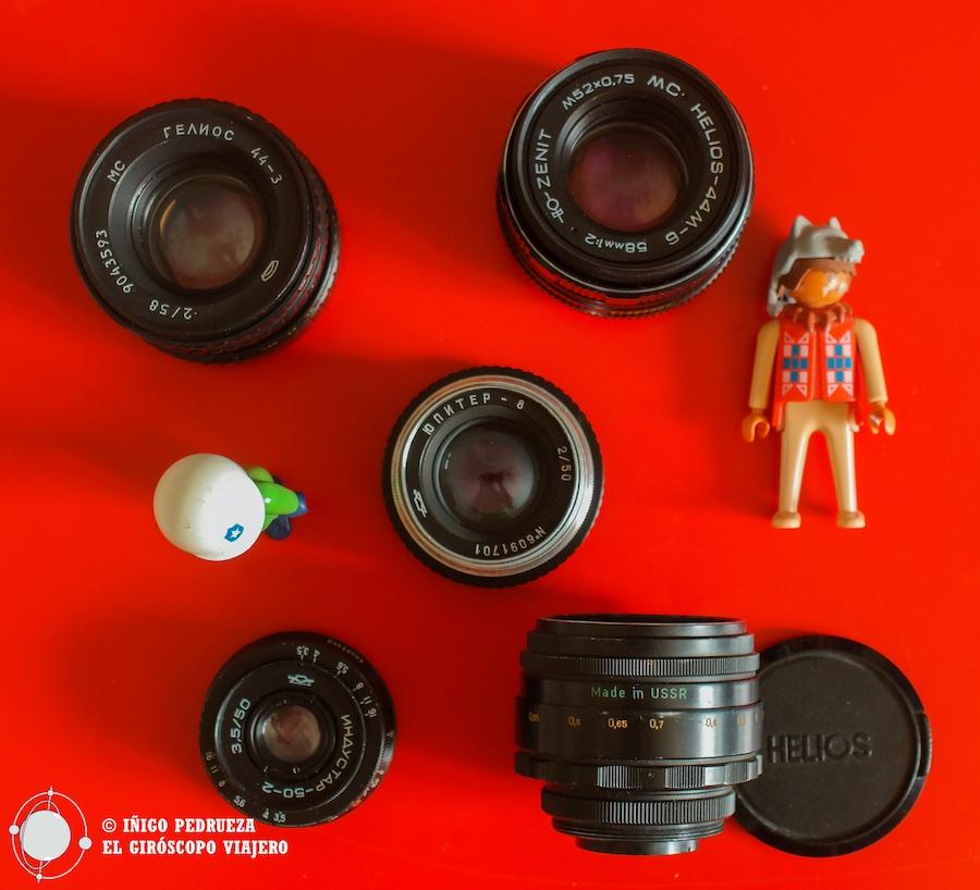 Varios objetivos soviéticos, tres Helios 58mm, un minúsculo Industar 50 f3,5 y un Jupiter 50 de aluminio. y