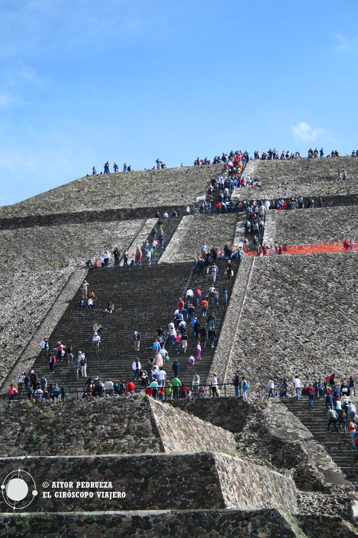 La gigantesca pirámide Teotihuacán