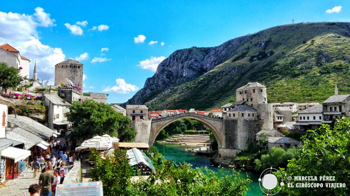 El centro de Mostar con el puente sobre el río Neretva