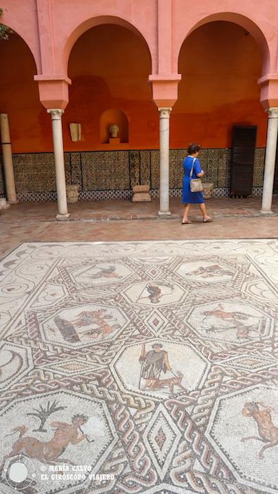Magnífico el mosaico del patio de la Casa Salinas