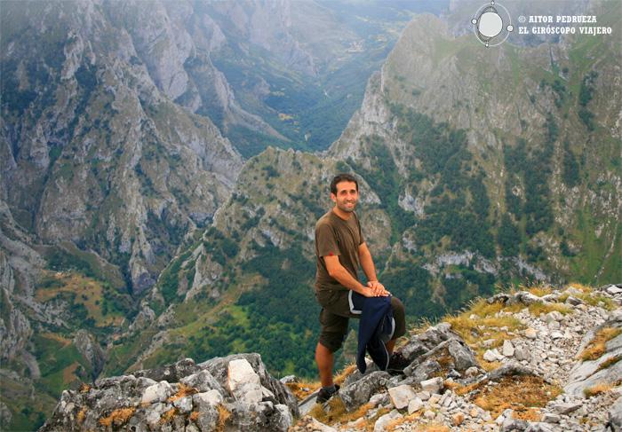 Ruta de trekking por los Picos de Europa. Sobre el río Cares