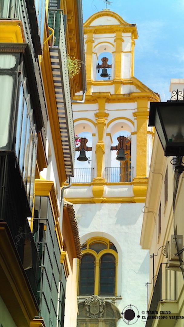 La colorida iglesia de Santa Cruz