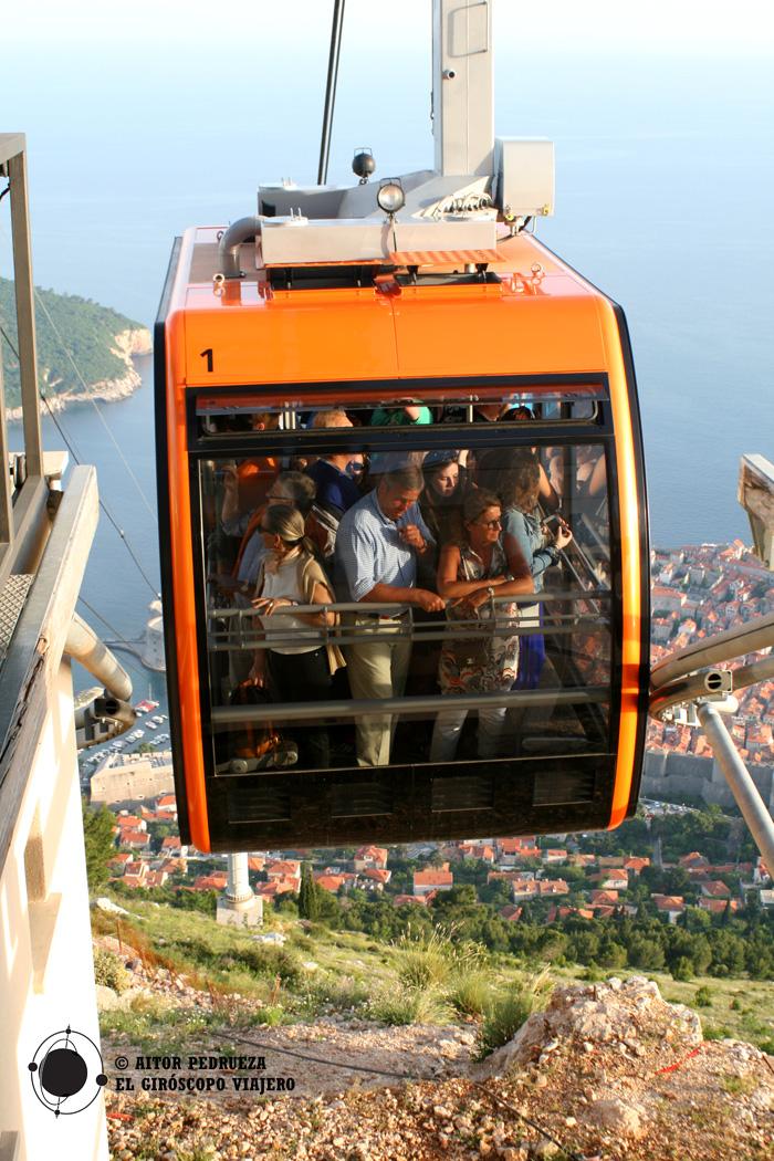 El funicular llegando a lo alto de Dubrovnik