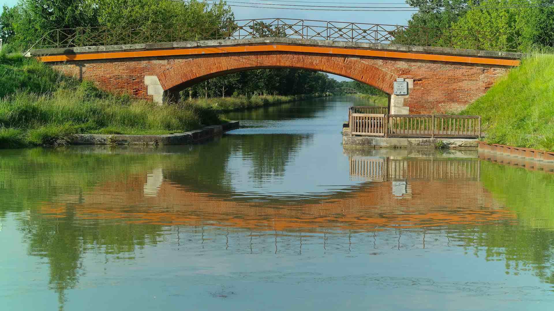 Puentes que unen las dos orillas y forman parte del paisaje