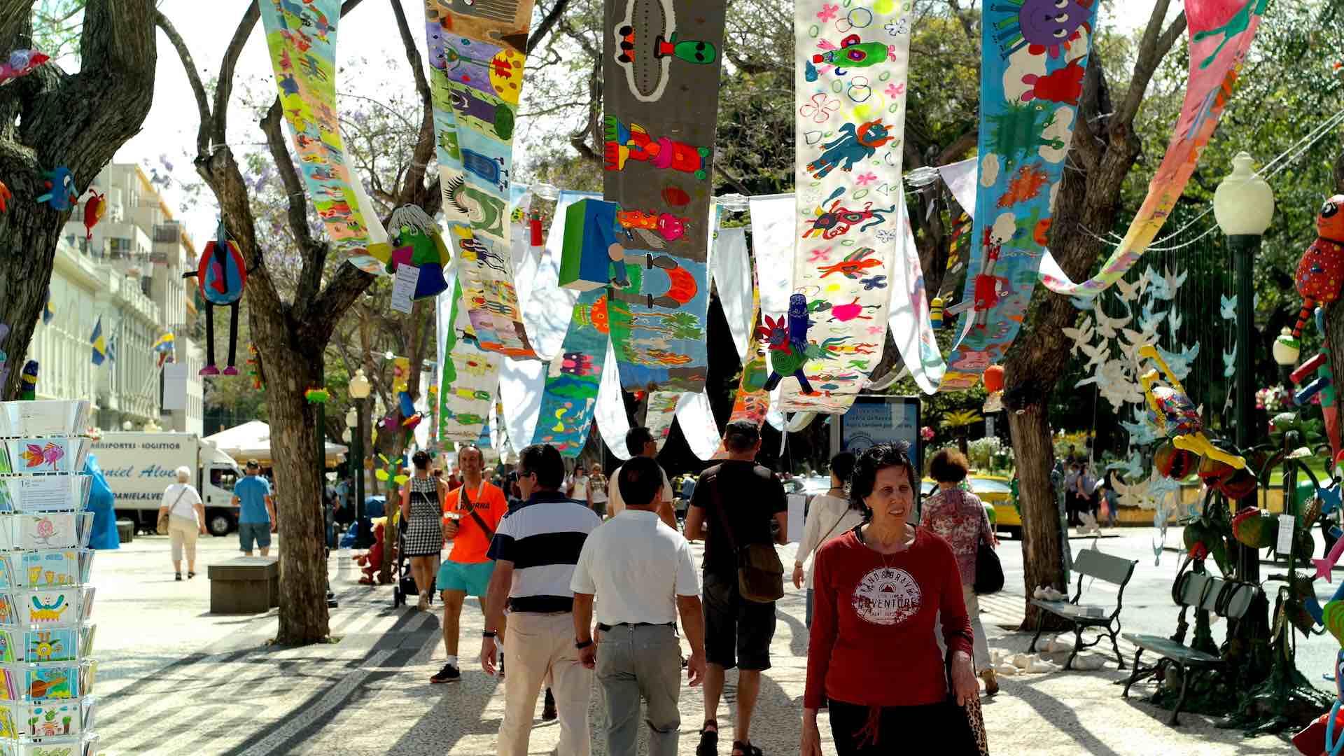 En la Semana Regional de las Artes, las calles de Funchal se alegran con decoraciones originales
