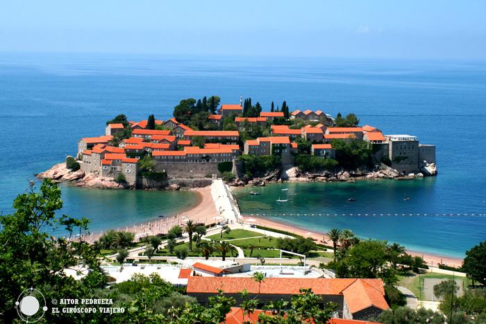 El bello islote de Sveti Stefan