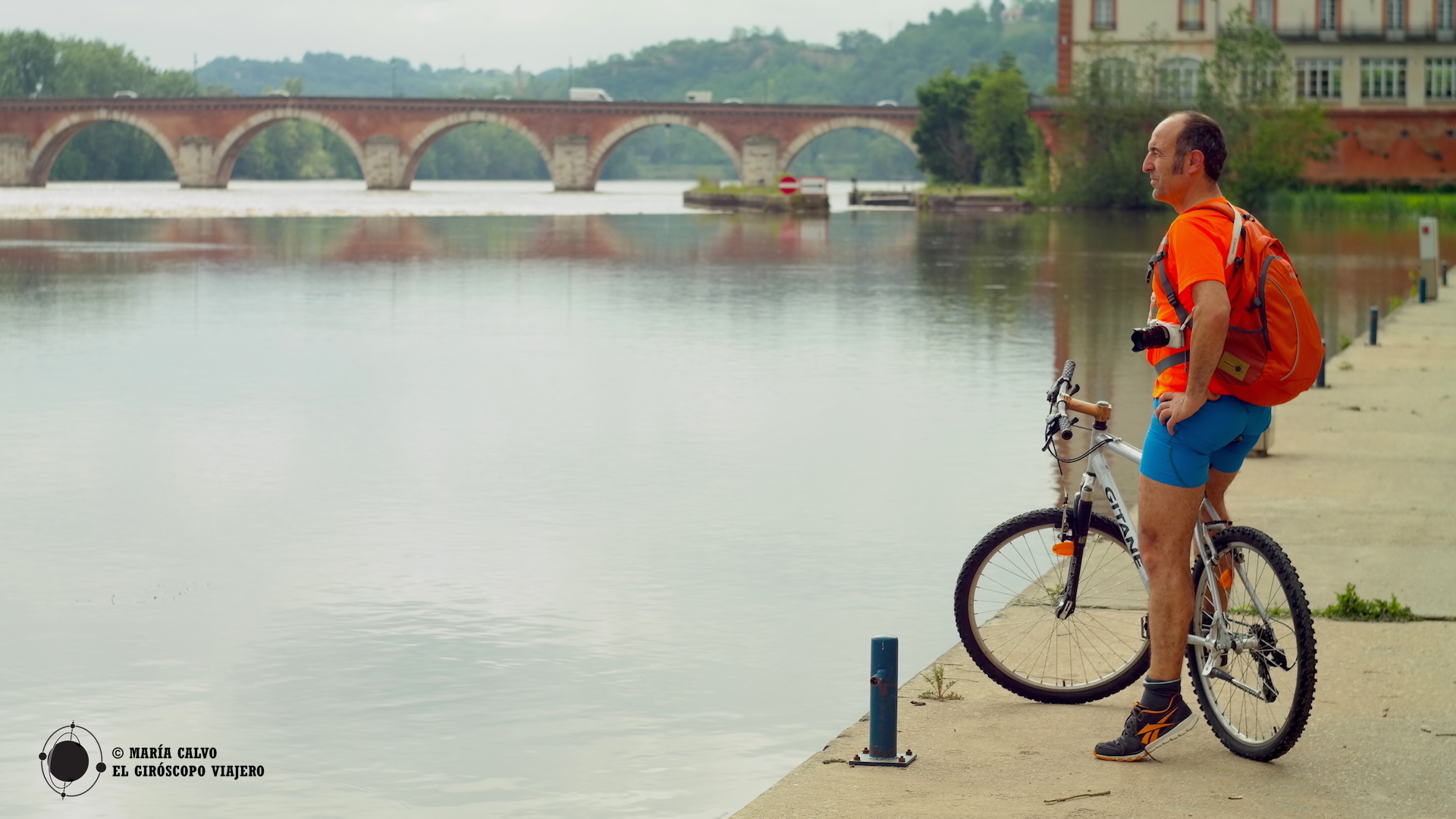 "Ruta en bici va de Moissac a Saint-Nicolas de la Grave, por la vía verde (""Velo Voie Verte du Canal des Deux Mers"""