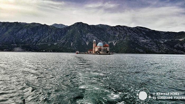 En barco a Nuestra Señora de las Rocas