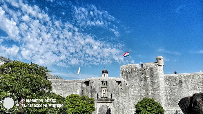 Puerta de Pile con San Blas como fiel guardián