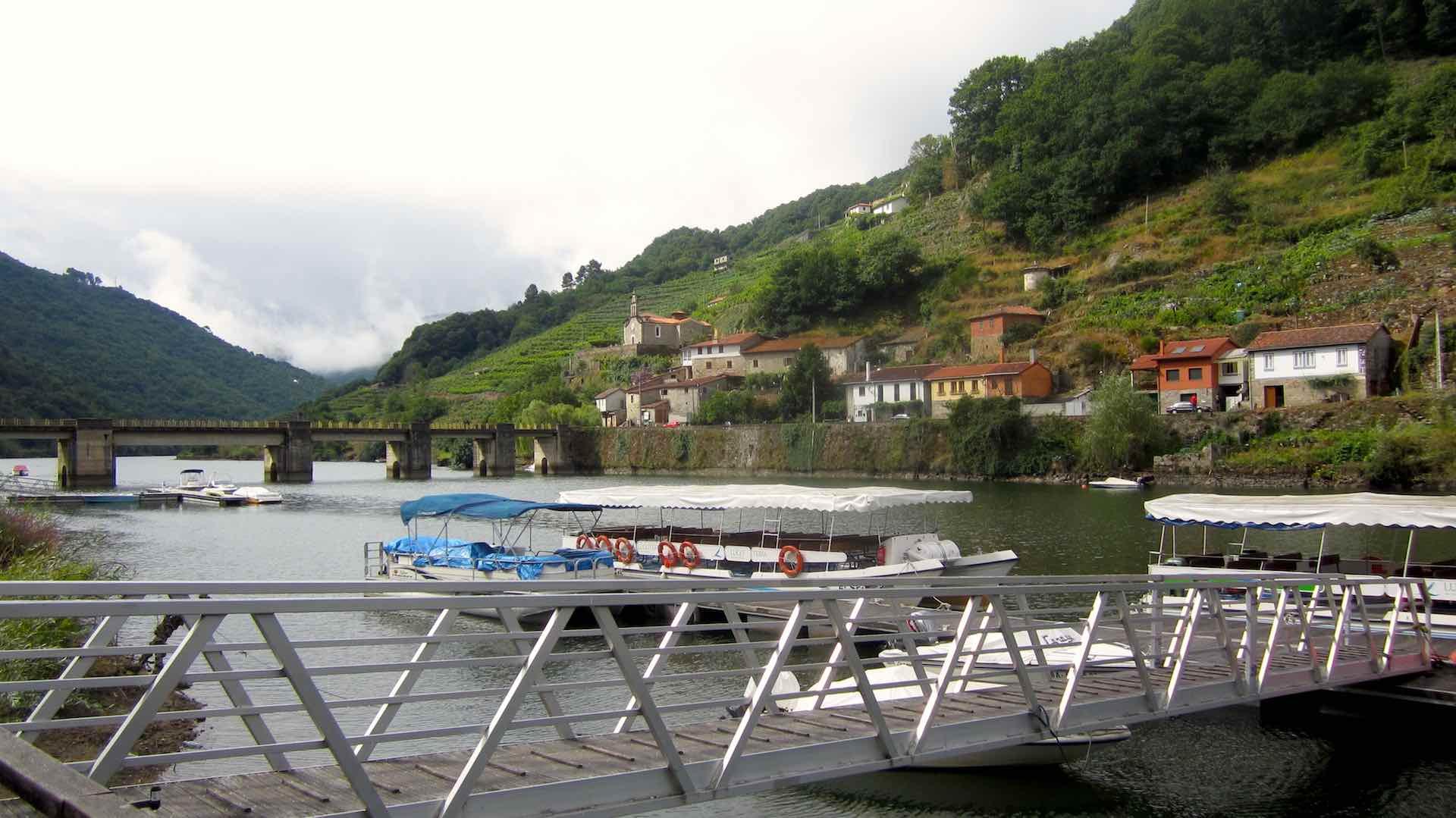 El embarcadero de Belesar nos regala hermosas vistas del Miño