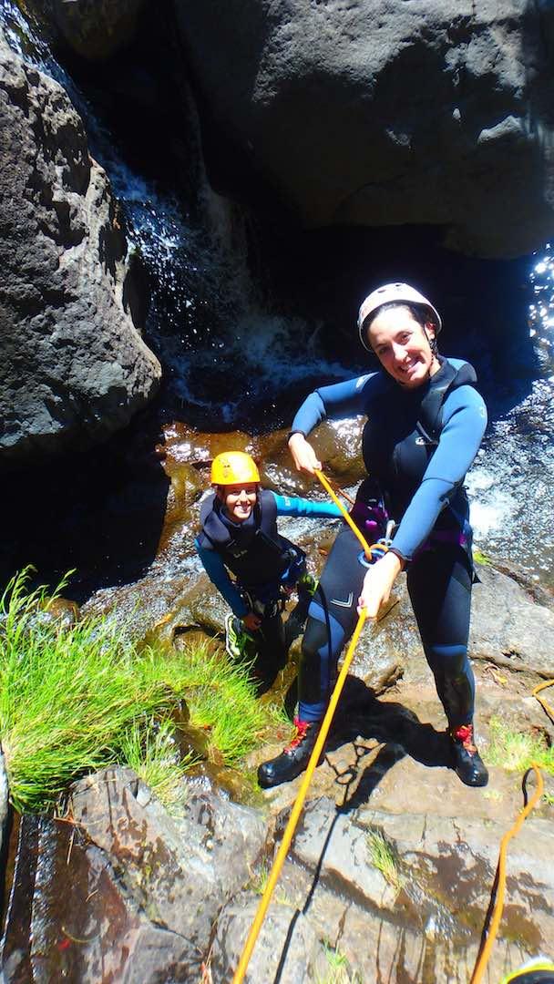 Aprendiendo a hacer rappel. ©Epic Madeira.