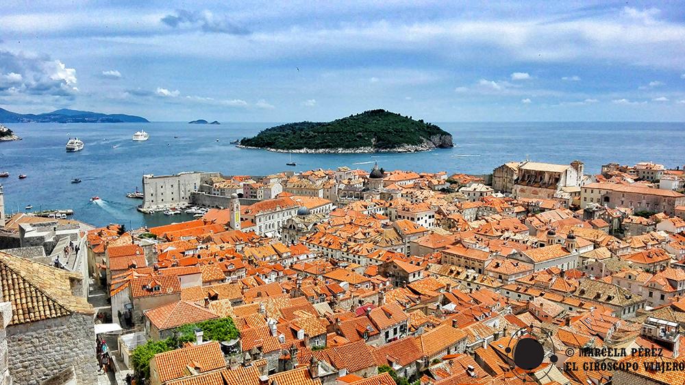 La inolvidable Dubrovnik y en el horizonte la Isla de Lokrum