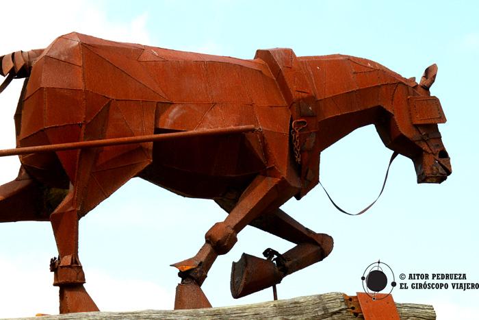 Escultura homenaje a los animales empleados en las minas