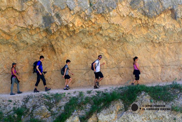 Camino excavado en la roca del Congost