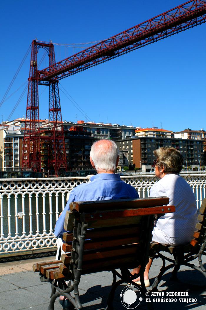 Descanso con vistas al Puente Bizkaia