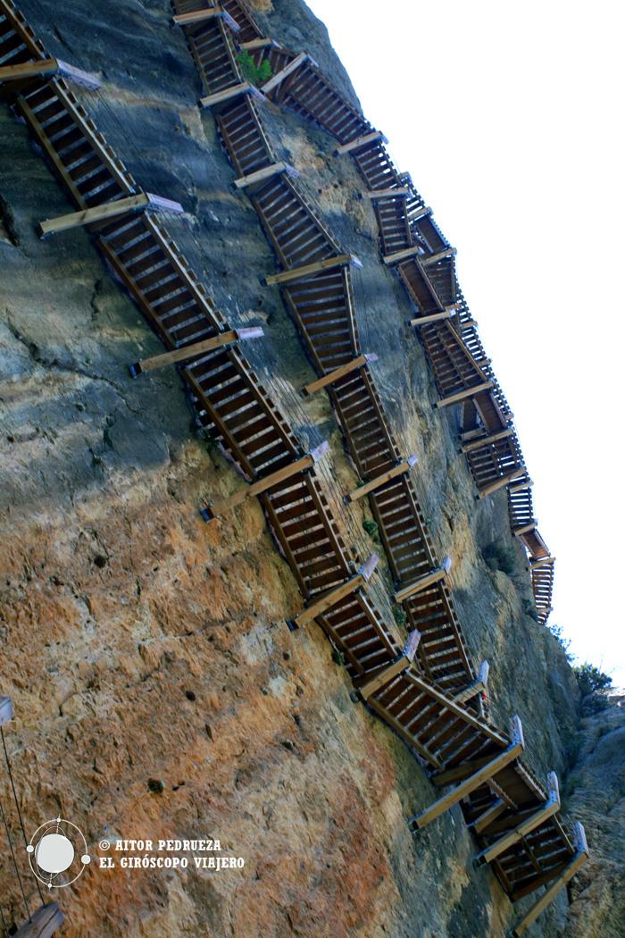 Las pasarelas de Montfalcó desde abajo
