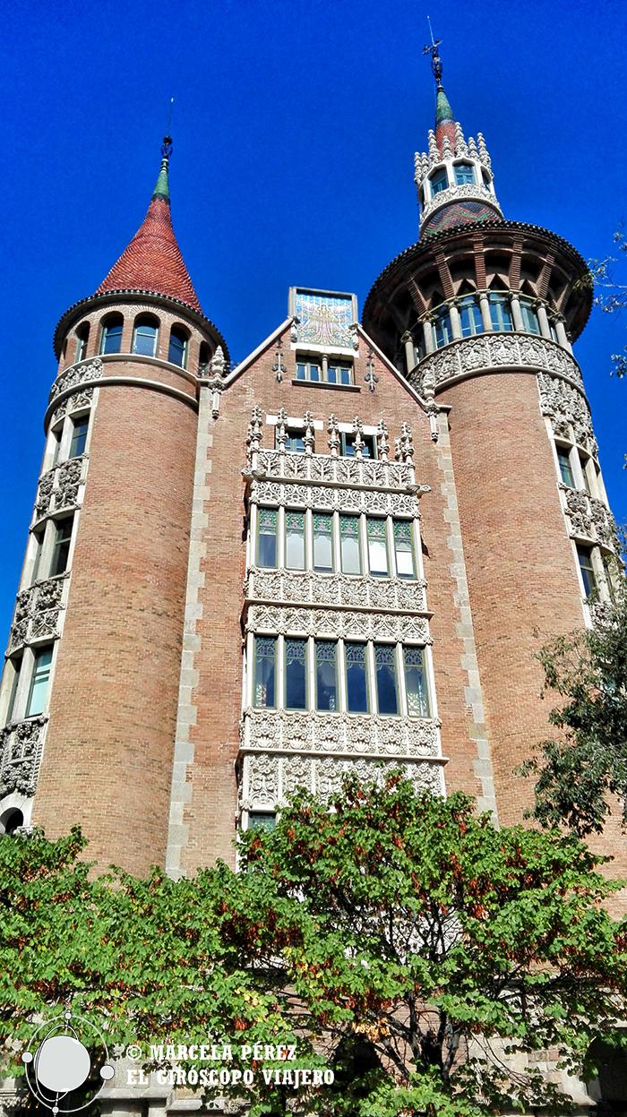 Fachada de la Casa de las Punxes en la esquina de Roselló y Av. Diagonal