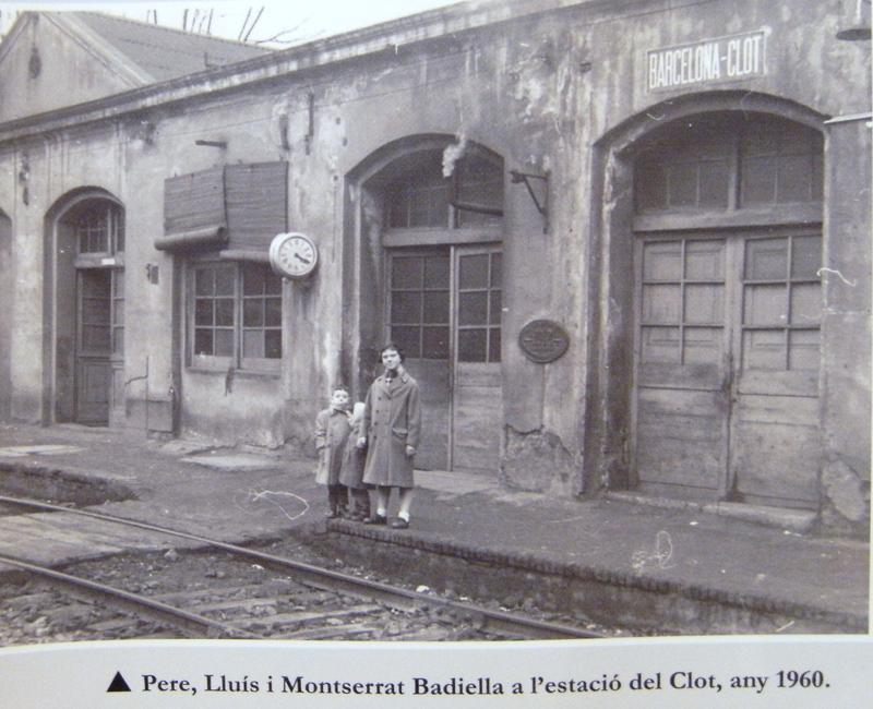 Foto de la Antigua estación de tren de Clot que pasaba por la calle hoy llamada Escultors Claperos