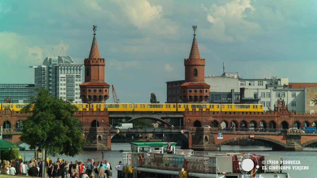 Las orillas del Spree y el Oberbaumbrücke, uno de los puentes más bonitos de Berlin. ©Iñígo Pedrueza