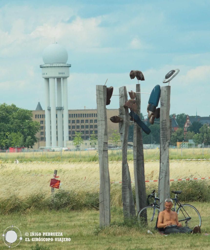 El antiguo aeropuerto de Tempelhof es hoy un impresionante edifico histórico para visitar y un parque público. ©Iñigo Pedrueza.