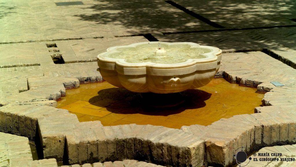 Fuente visigoda en el Patio de los naranjos