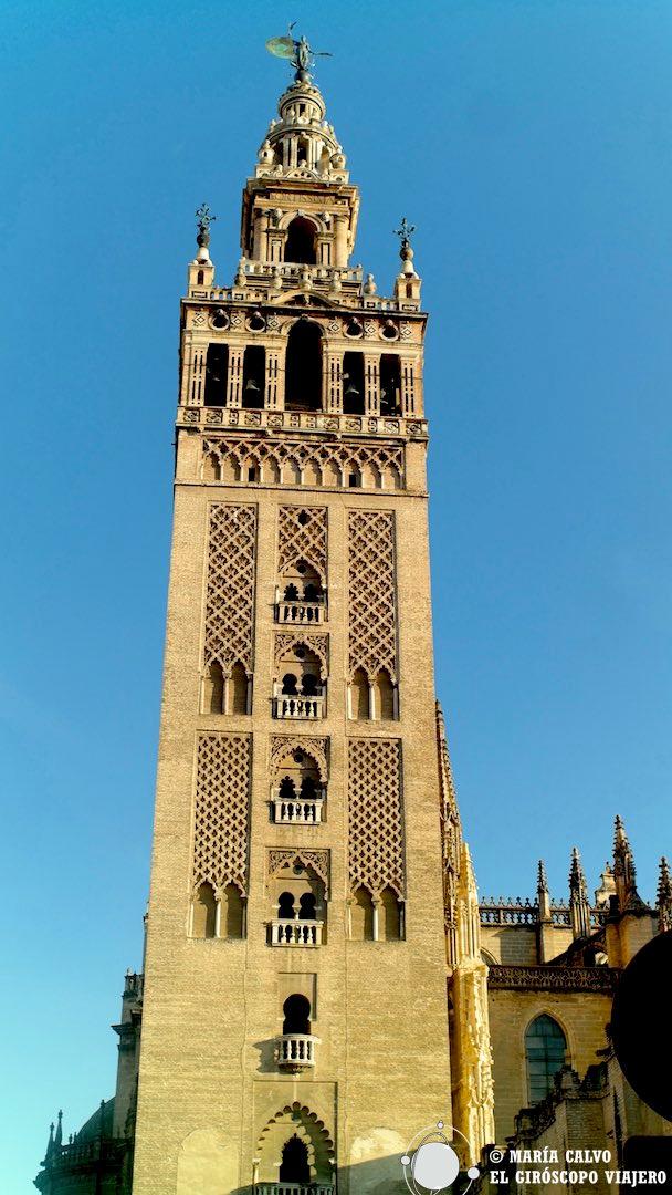 Nos esperan los cielos de Sevilla en lo alto de la Giralda