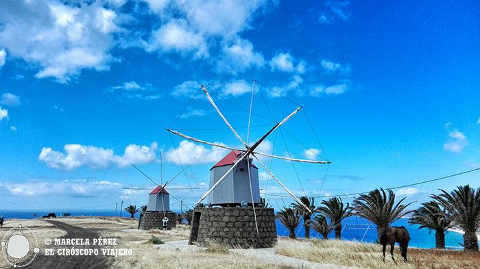 Antiguos molinos como valientes centinelas de la isla para protegerla del viento