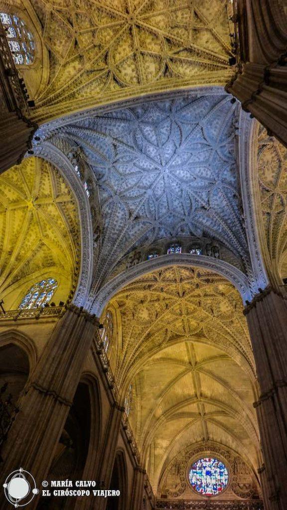 La bóveda de estrella, alcanza una complejidad y delicadeza gótica