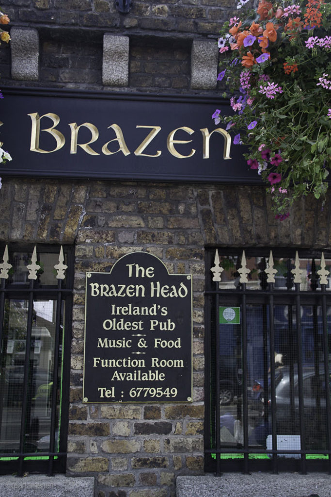 Fachada del Pub The Brazen Head Photo @ by Marta Menen