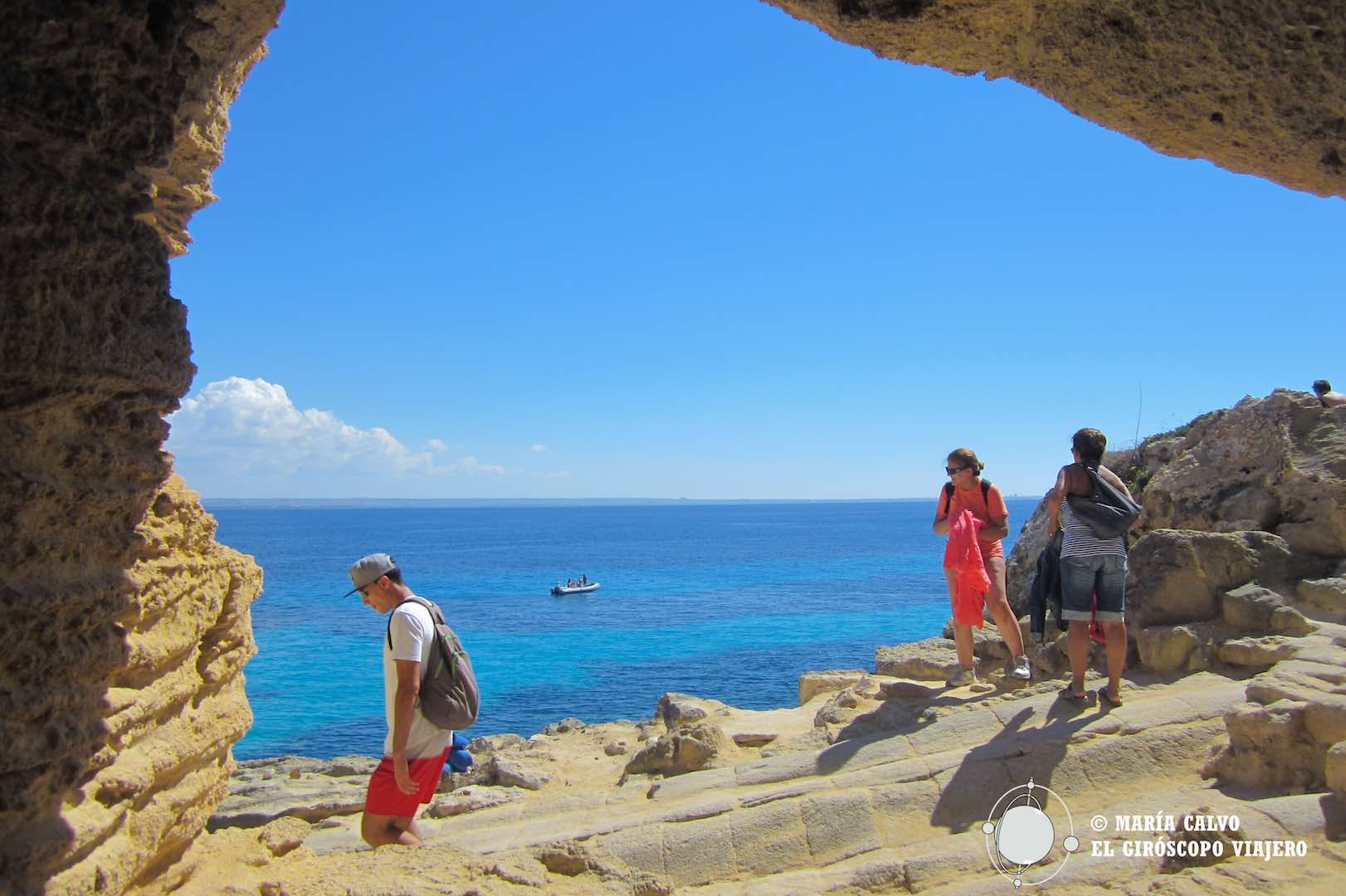 Cueva de toba en el Blue Marino